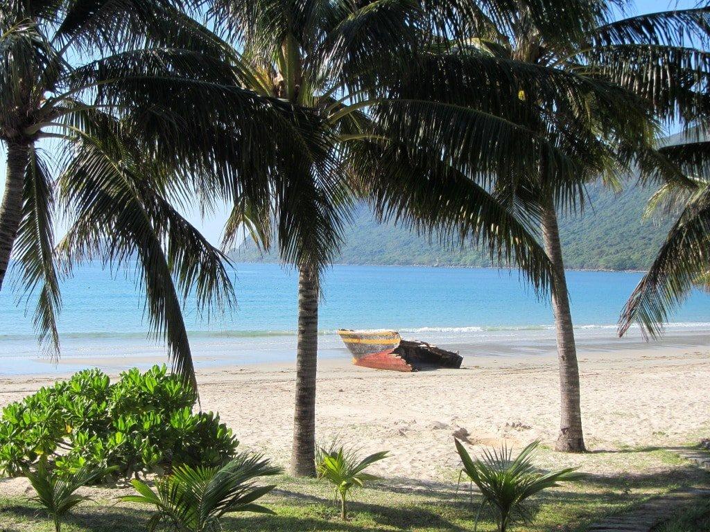 Duc me con so long beach - Calm Seas Con Son Bay