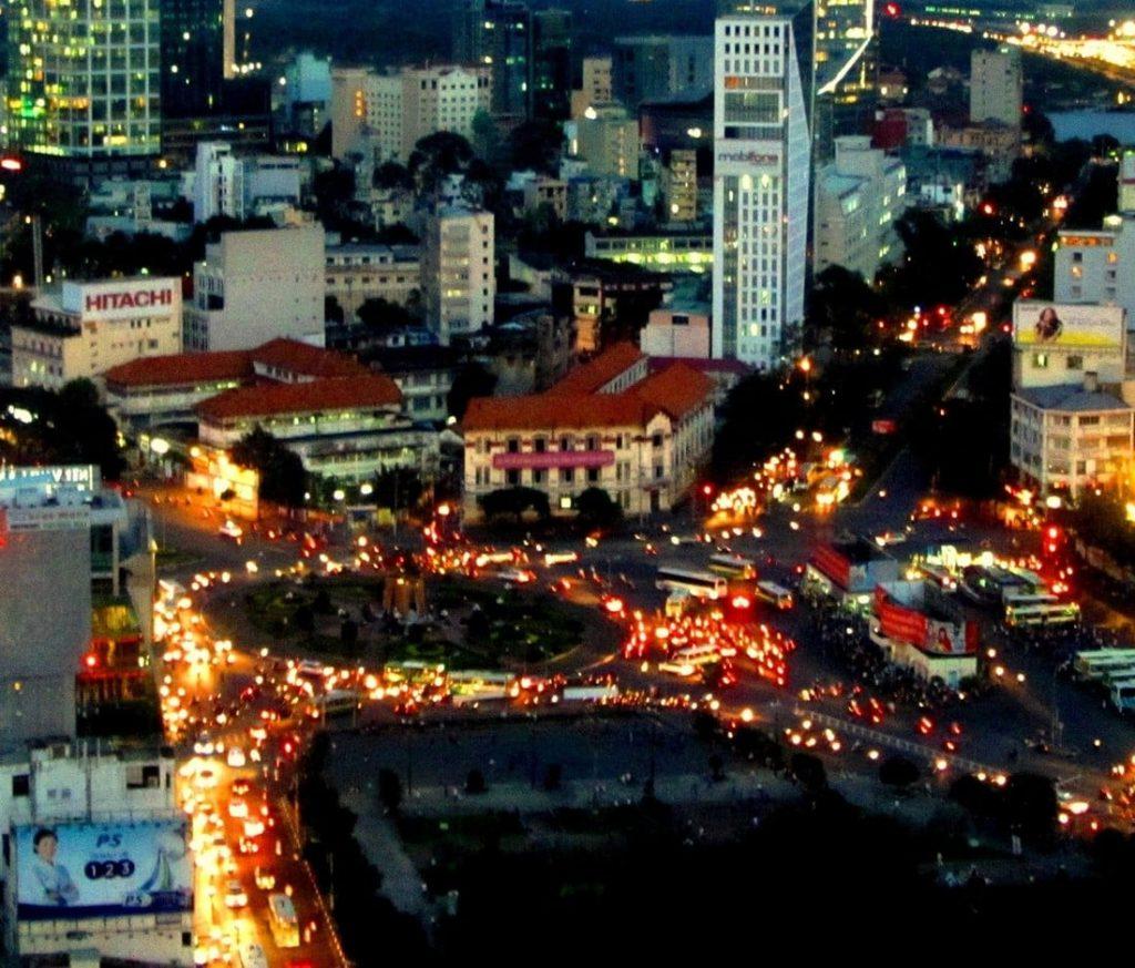 Bến Thành Traffic Circle: a carousel of lights