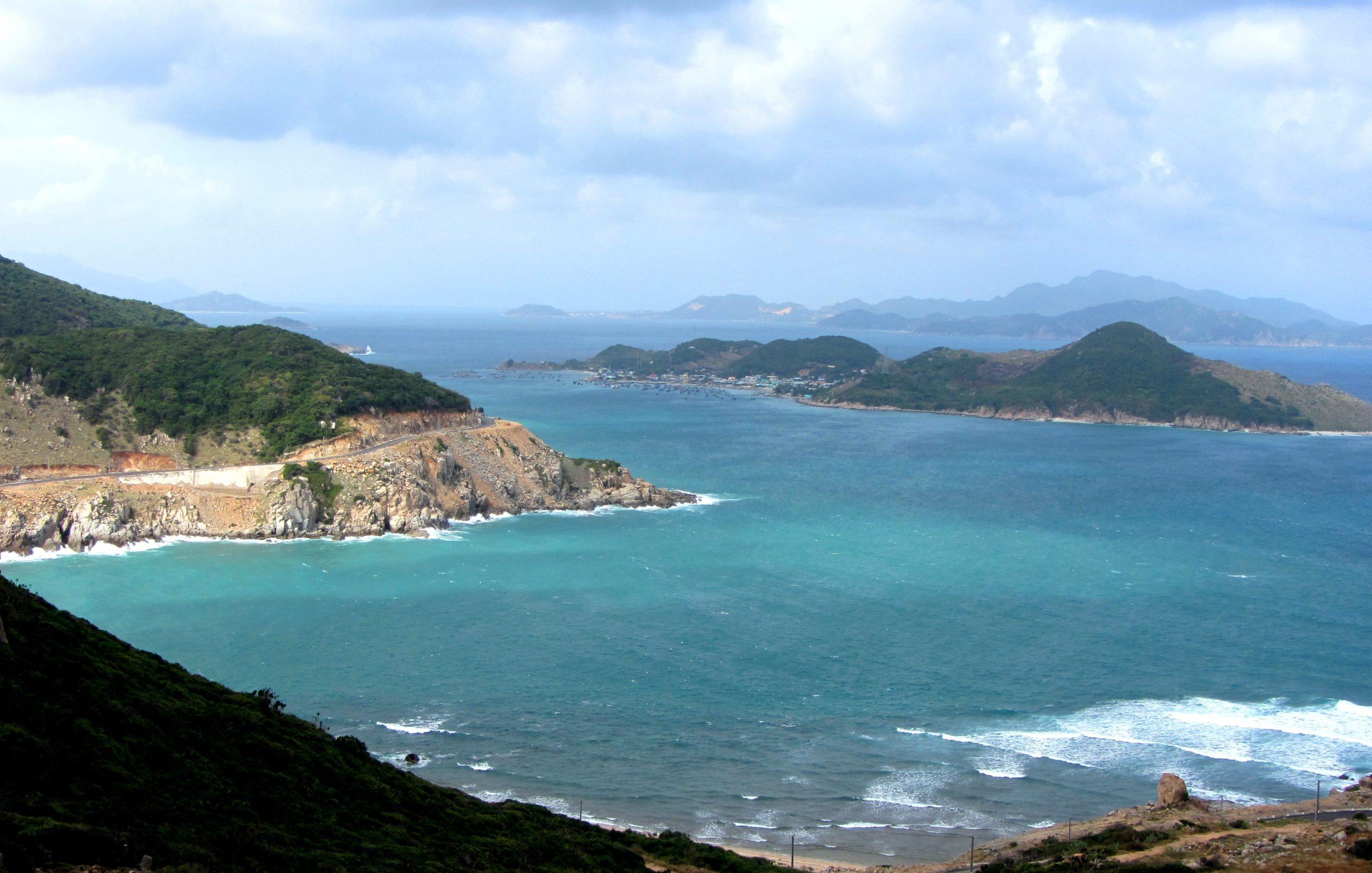 Núi Chúa Coastal Road