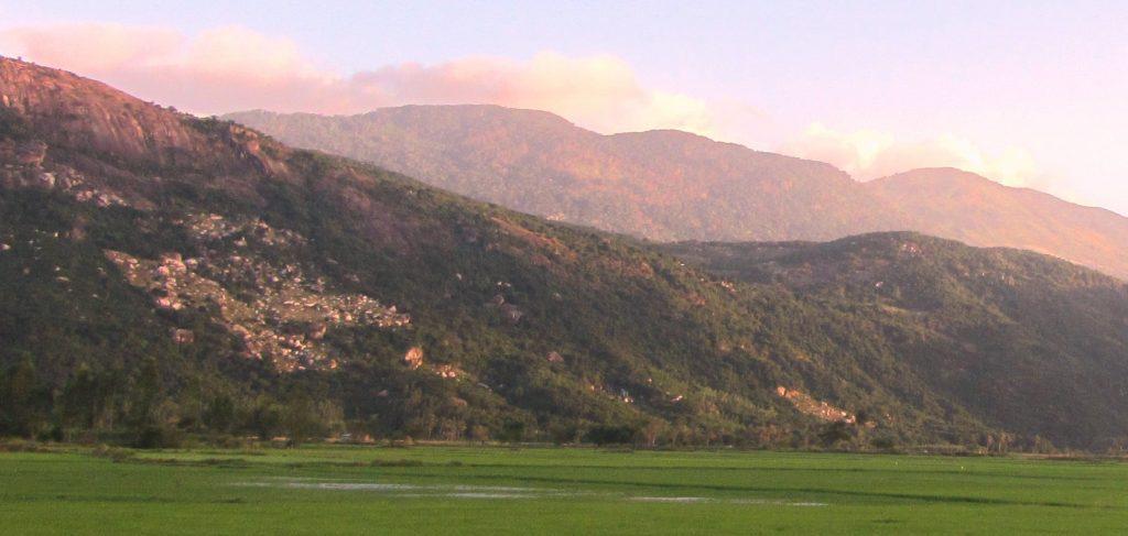 Núi Chúa has a pleasant climate