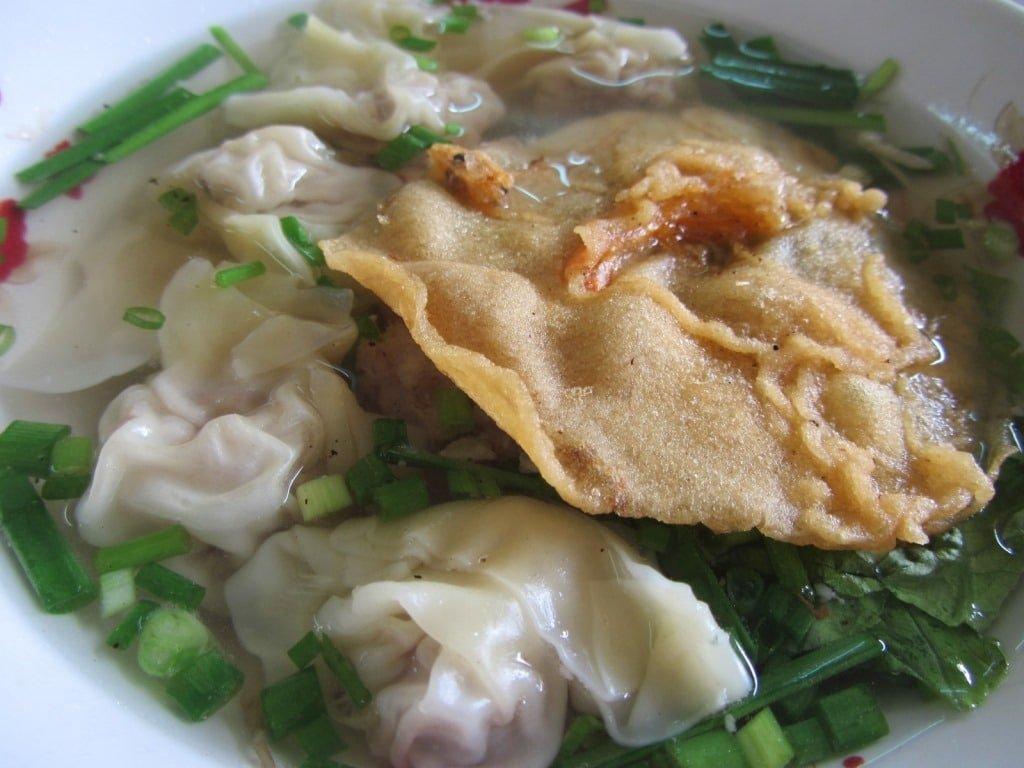 Wonton noodle soup: mì hoành thánh