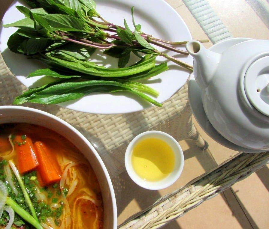 Tea & lunch at Tâm Châu restaurant, Di Linh