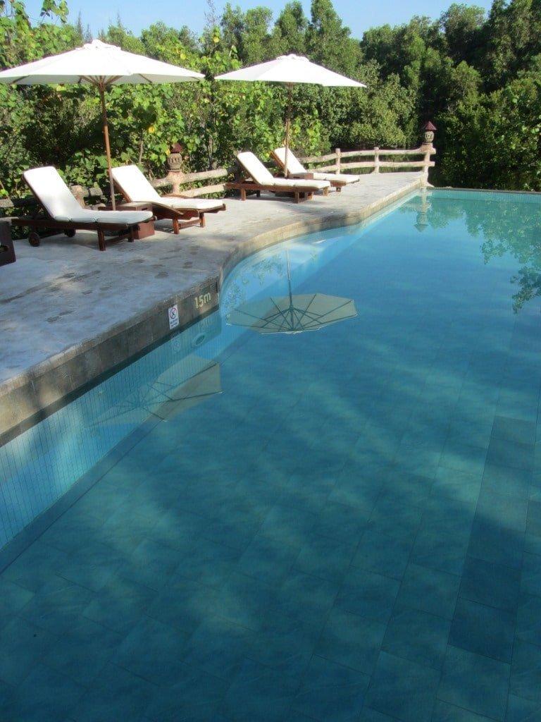 Salt water infinity pool