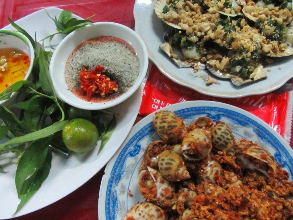 Oc Oanh, Vinh Khanh Street, seafood, Saigon