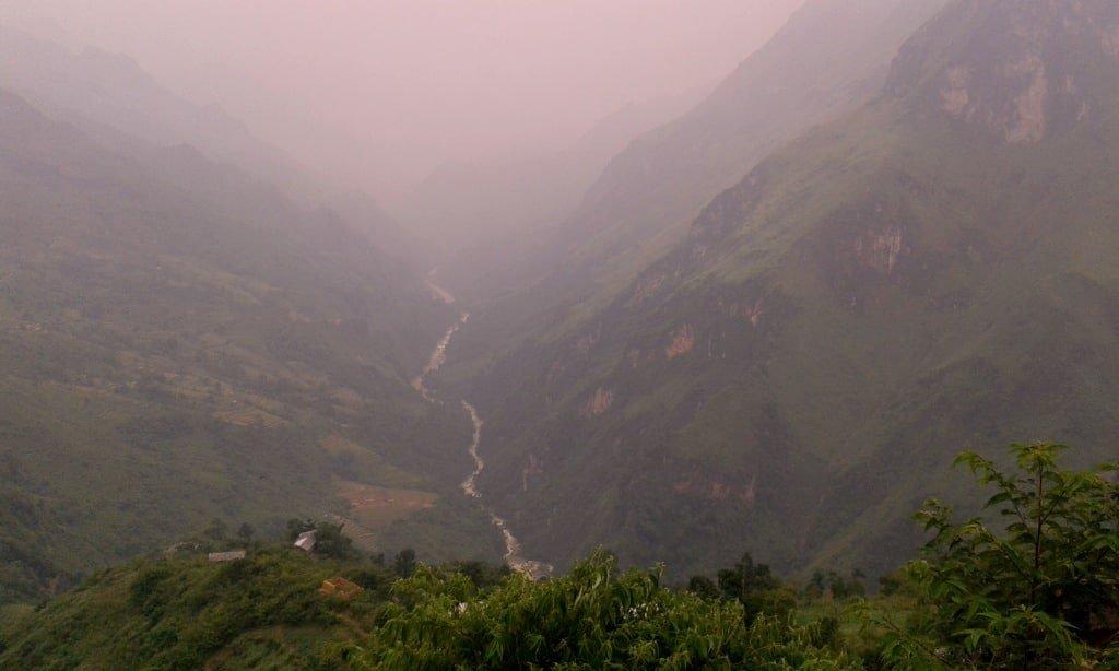 Border: Vietnam left, China right