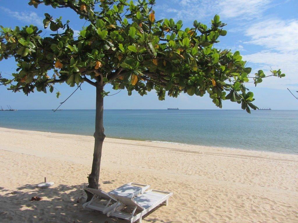 Dong Hoi: brilliant beach