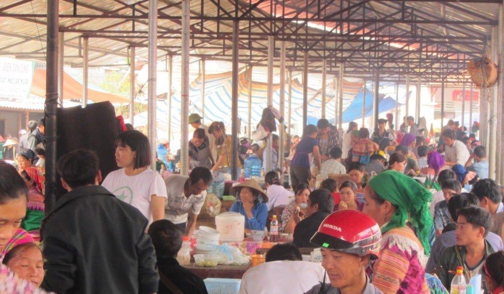 Hot food section, Bac Ha market