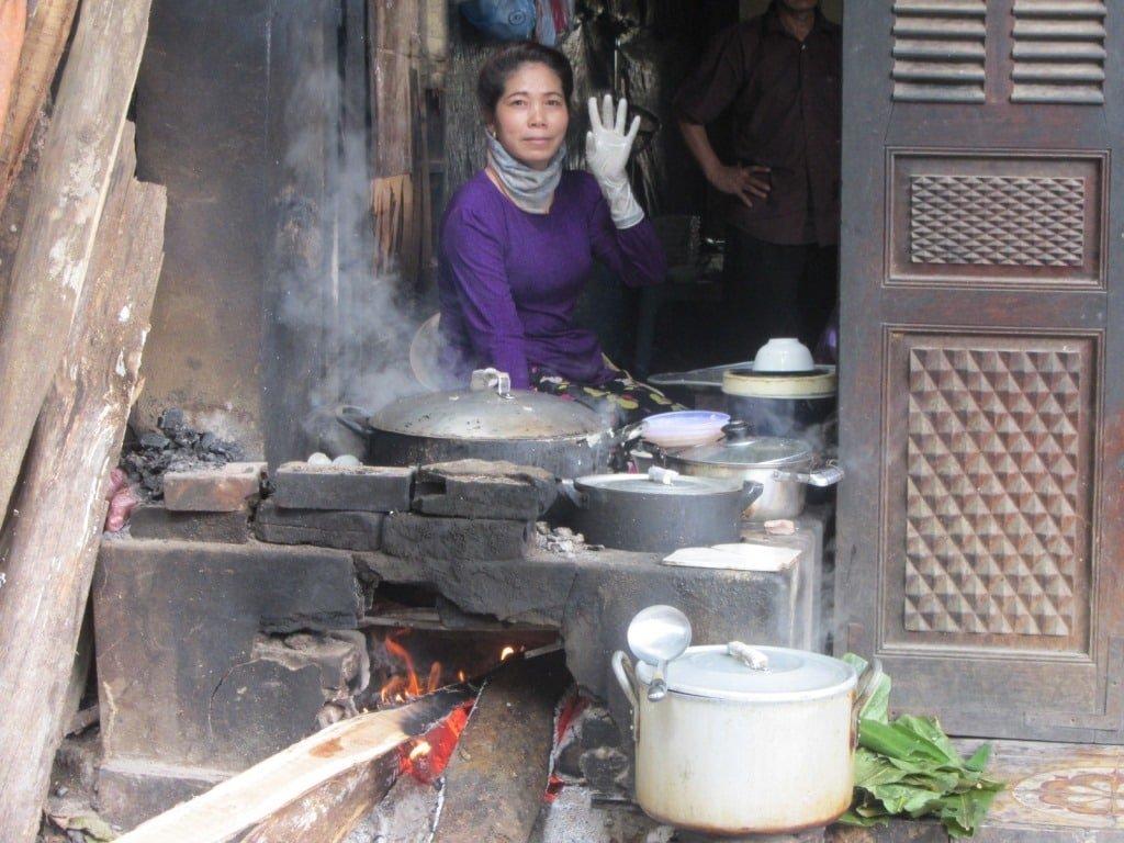 Ms Oanh serves up breakfast