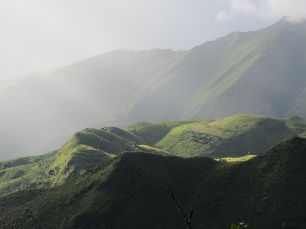 Showers pass across Sin Ho plateau