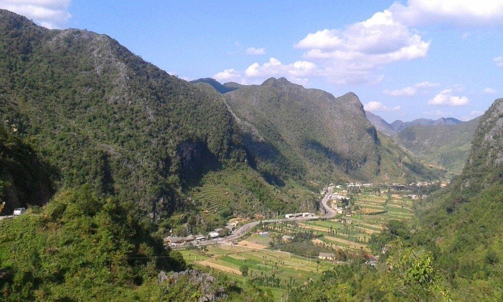 Limestone valley near Dong Van - Zonitrip.com