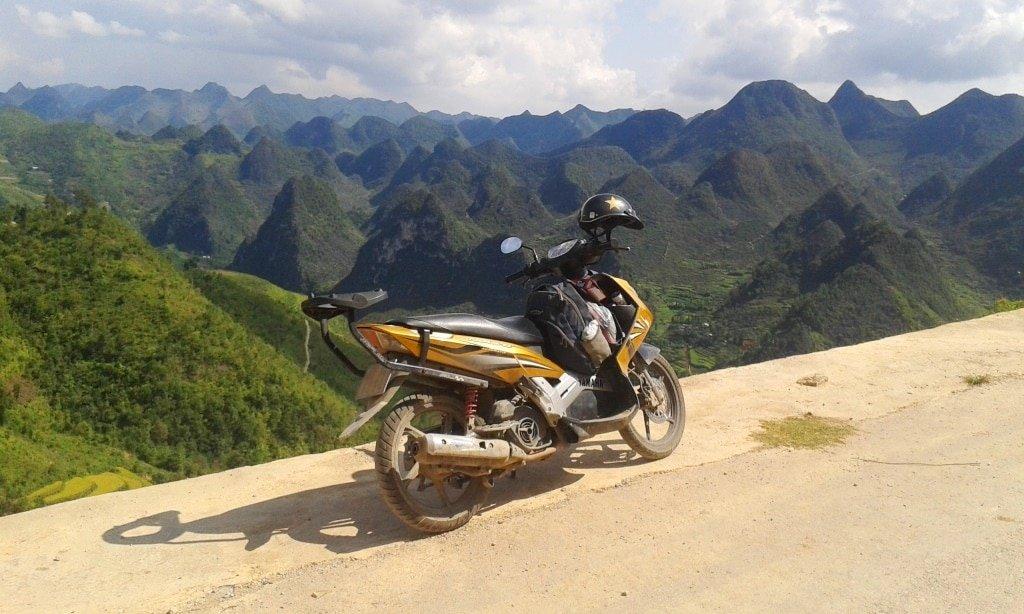 Roads through dramatic scenery, Dong Van