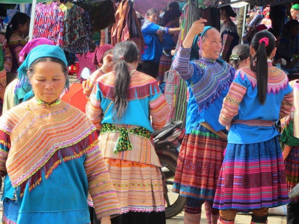 Colourfully dressed ethnic minorities, Bắc Hà Market