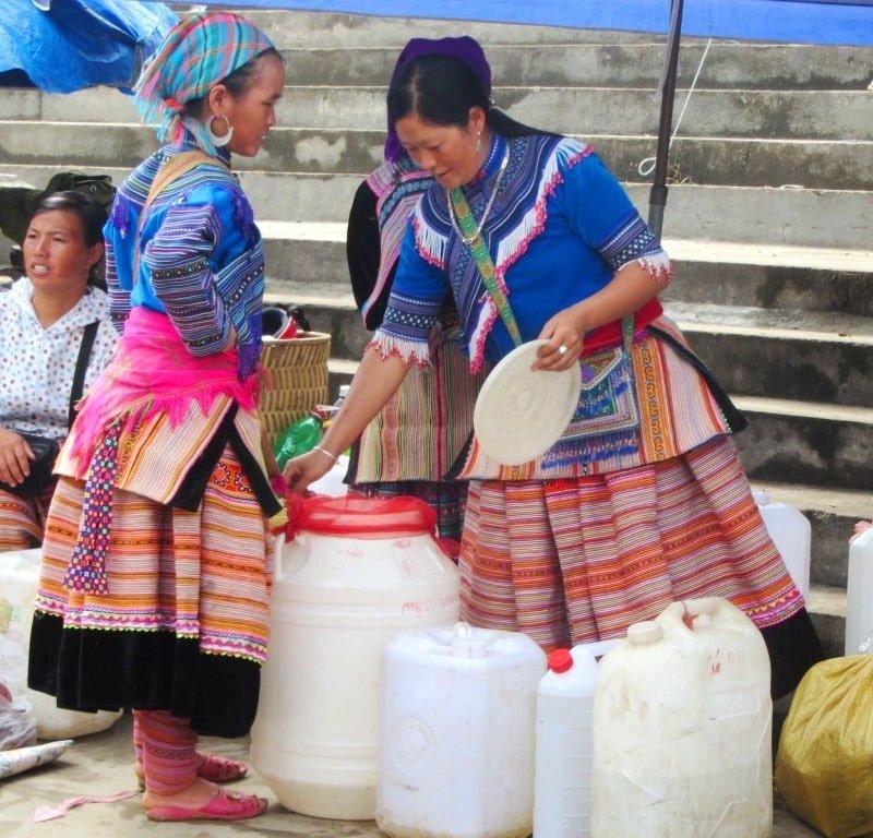 Local liquor portioned out, Bắc Hà Market