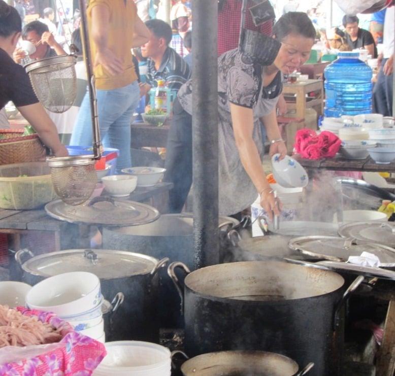 The hot food section, Bắc Hà Market