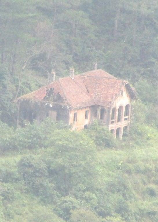 Abandoned French colonial villa, Ba Be