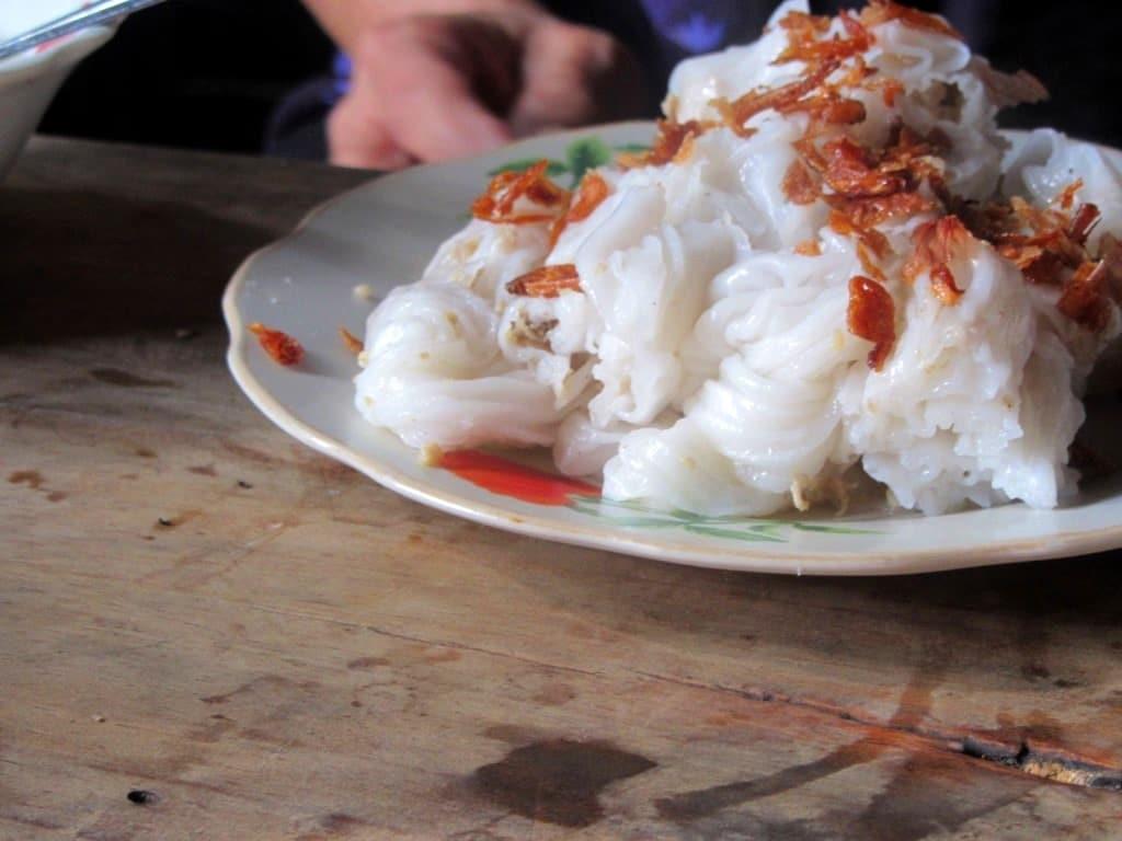 Steamed rice flour rolls: bánh cuốn