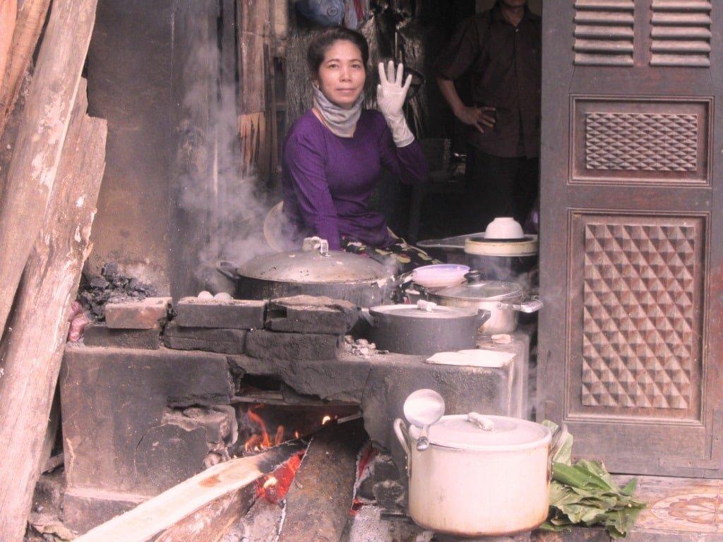 Cooking bánh cuốn in Ha Giang