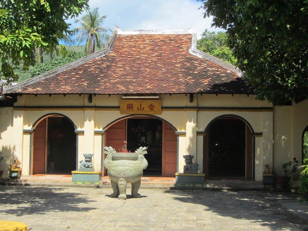 Phi Yen's shrine, Con Dao