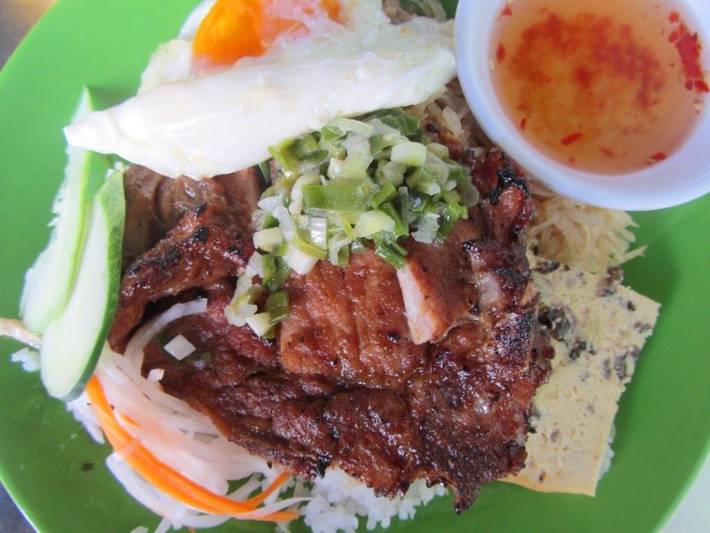 Cơm tam 352, Saigon