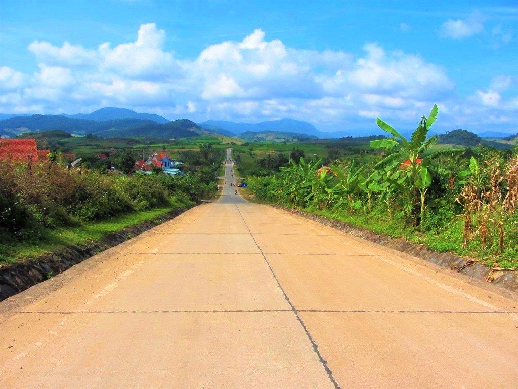The Road East of the Long Mountains (Đường Trường Sơn Đông), Vietnam