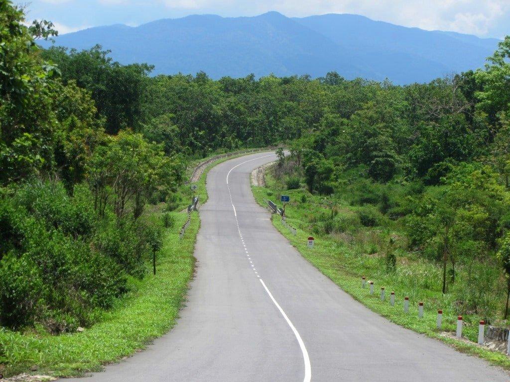 The road to La Nga River & Thac Ba Waterfall, Vietnam