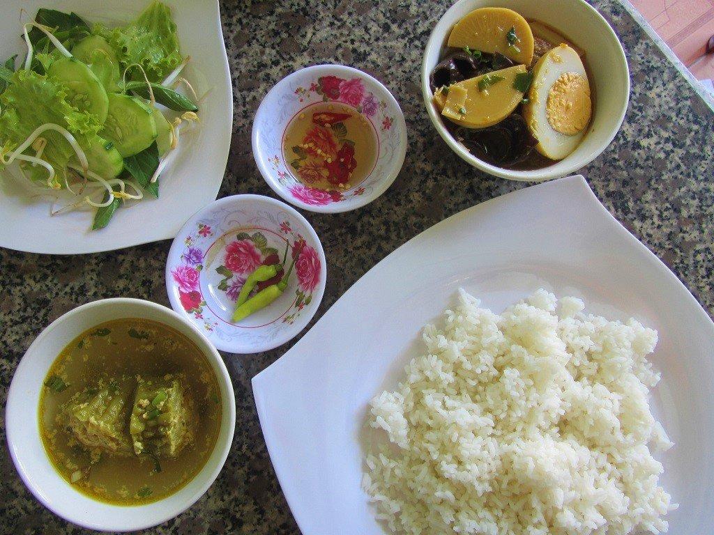 Cơm bình dân rice lunch in Cat Khanh District, Vietnam
