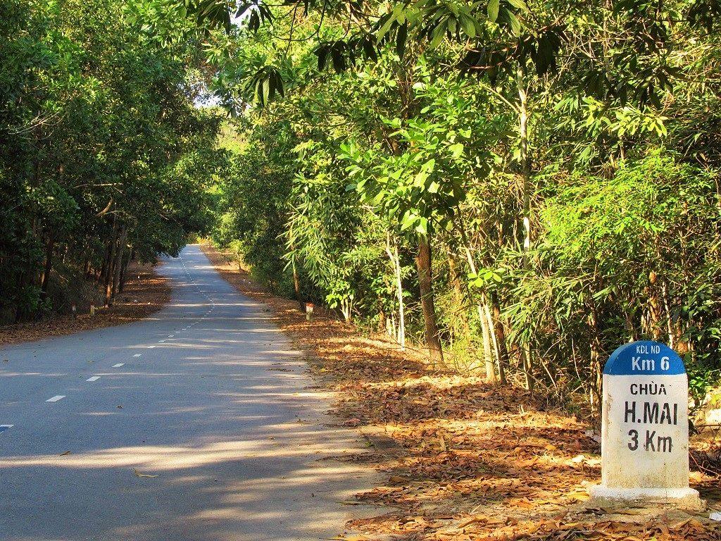 The road to Núi Dinh Mountain & Springs, Ba Ria, Vietnam