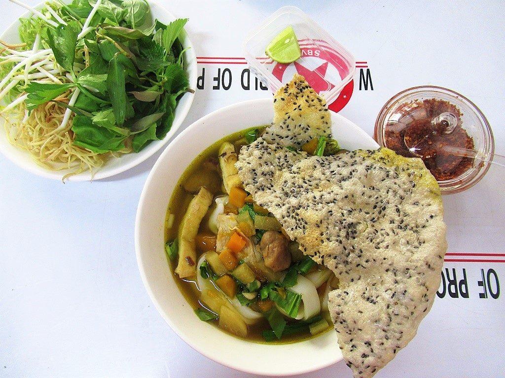 Vegetarian mì quảng noodles, Saigon, Vietnam