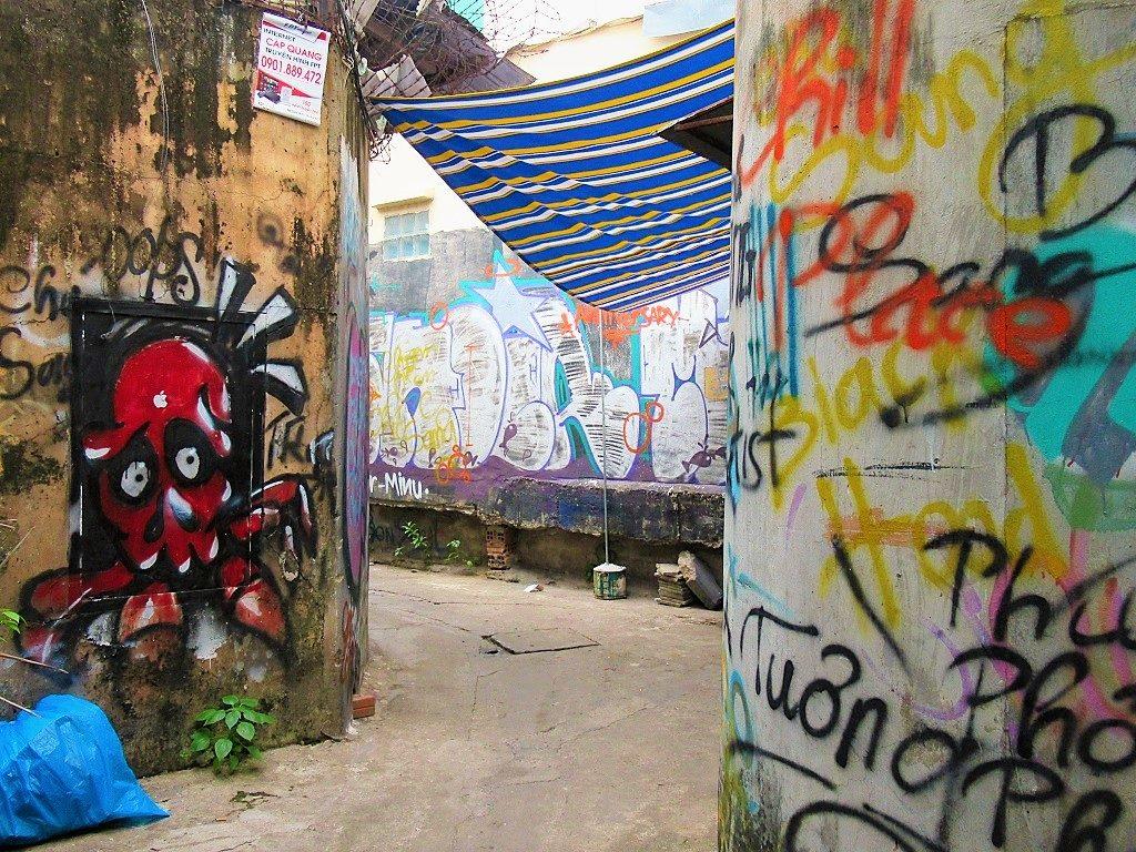 'Graffiti alley', near the rail tracks, Saigon