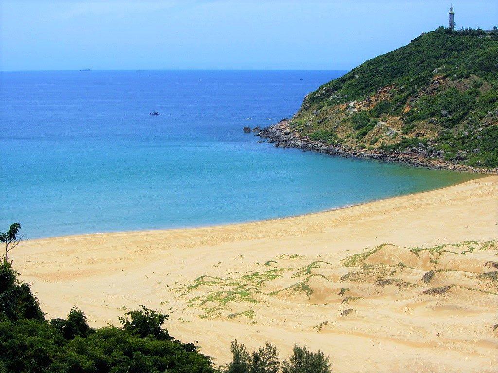 Bai Mon beach, Vung Ro Bay, it's possible to camp here