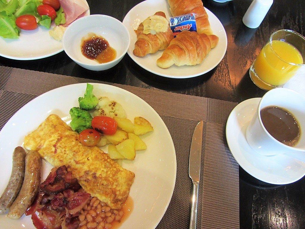 Breakfast, Elegant Suites Westlake, Hanoi