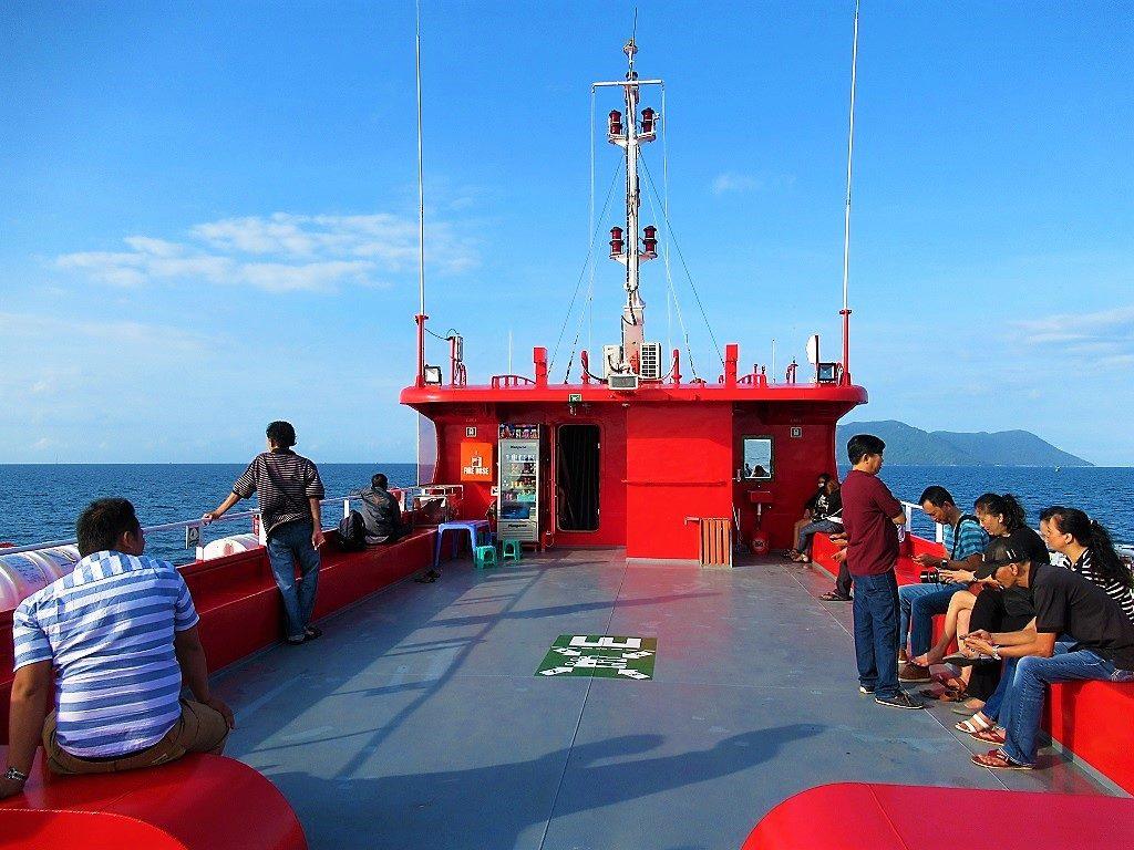 Fast boat between Rach Gia & Nam Du Island