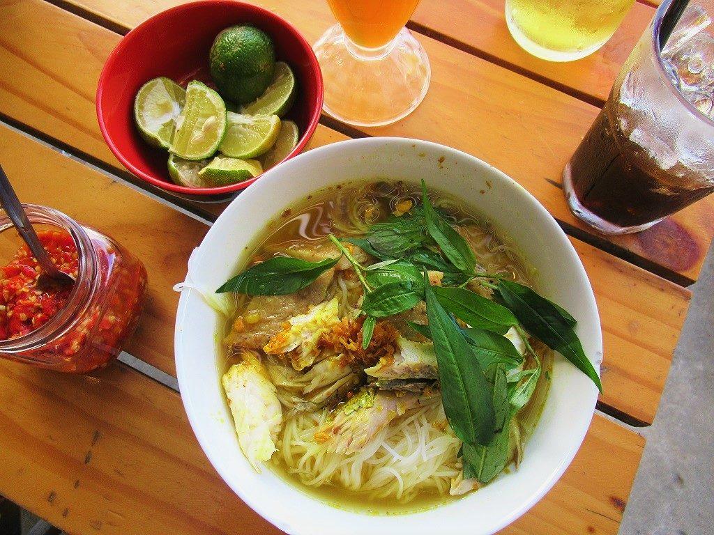 Bún nghệ - turmeric noodle soup - Hon Son Island, Vietnam