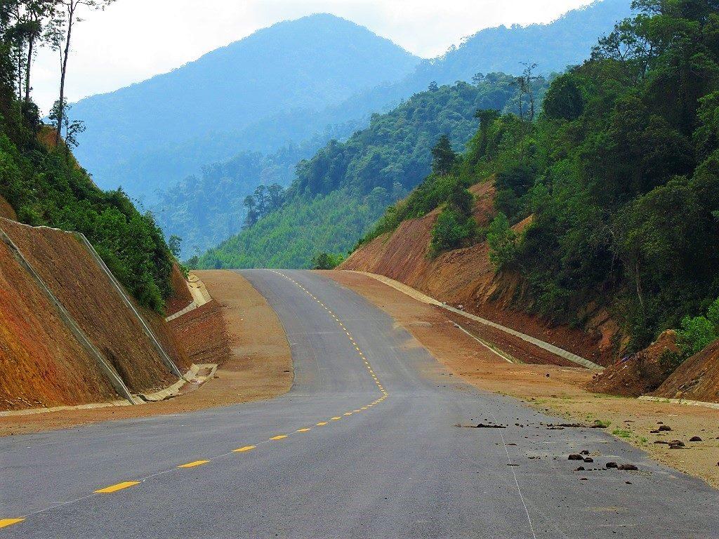 Danang to Hue via the new Cu De River road