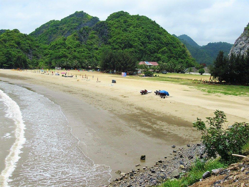 Tung Thu Beach, Cat Ba Island, Vietnam