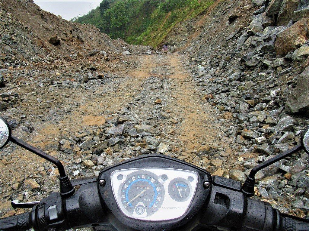 The Road East of the Long Mountains (Đường Trường Sơn Đông), Vietnam)